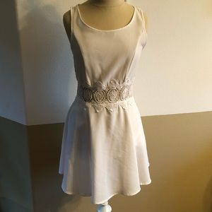 Size 6 H & M Fun and Lightweight Summer Dress
